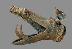 """- Cabeza de jabalí que adornaba un """" carnyx """" de guerra Celta . Bronce . Siglo l a.C. Encontrado en Tintignac ,Francia ./tcc/"""