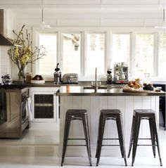 Gorgeous kitchen with breakfast bar