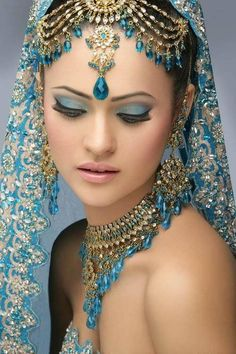 Indian bridal makeup photography make up Trendy Ideas Indian Bridal Makeup, Indian Bridal Wear, Blue Bridal, Wedding Makeup, Bridal Jewelry Sets, Wedding Jewelry, Makeup Photography, Saris, Indian Beauty
