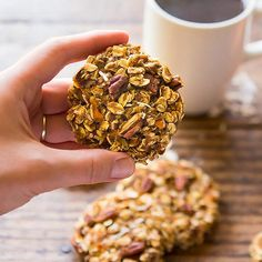 These Carrot Cake Breakfast Cookies are a perfect healthy morning treat with who. These Carrot Cake Breakfast Cookies are a perfect healthy morning treat with whole grain oats, carrot, coconut and p Healthy Cookies, Healthy Treats, Healthy Recipes, Easy Recipes, Vegan Oatmeal Cookies, Oatmeal Breakfast Cookies, Banana Oatmeal Muffins, Healthy Brunch, Healthy Recipe Videos