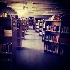 Tunnelmakuva: Ghost Library in Leppävaara. Viime viikolla sähkökatkon sattuessa oli pikkasen pimeämpää.