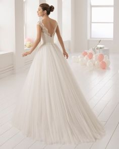 Gorgeous wedding dress 'Beatriz' is now available in the shop....  Full, princess, tulle skirt Beaded lace top V-back  Illusion neckline #princessdress #weddingdress #newcollection #rosaclara #airebarcelona #lace #sparkle #cappedsleeves #tulle