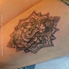 Ganesh. Mandala. Puntillismo. Jupaca Tattoo. Bs. As.