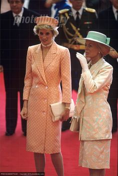 Juillet 1988. Looking at all these pictures makes me wonder if some palace official coordinates color palates for the women's outfits for outings.The Dutchess of Kent with Princess of Wales!