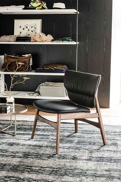 vik stuhl mit armlehnen by roset italia design thibault. Black Bedroom Furniture Sets. Home Design Ideas