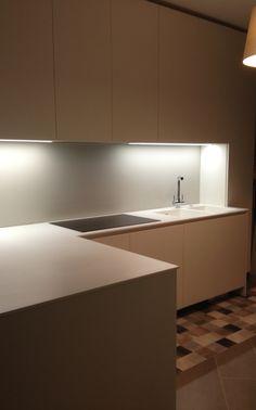 Free - Cucina contemporanea ad angolo bianca e legno | Interior ...
