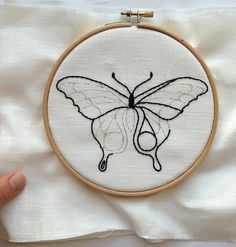 hand embroidery patterns for pillowcases Hand Embroidery Patterns Free, Hand Embroidery Projects, Hand Embroidery Videos, Hand Embroidery Stitches, Embroidery Hoop Art, Geometric Embroidery, Embroidery Sampler, Indian Embroidery, Butterfly Embroidery