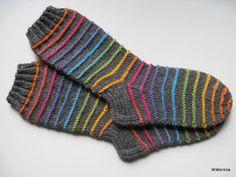 Wiktoriinan villat: Raitasukat Jussista, koko 39 Fair Isle Knitting, Knitting Socks, Mitten Gloves, Mittens, Knitting Projects, Knitting Patterns, Winter Socks, Yarn Bombing, Crazy Socks