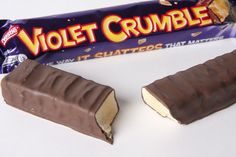 Violet Crumble: the best candy bar in the world! Why don't they sell these in the US? Australian Candy, Australian Food, Australian Icons, Crunchie Bar, Cadbury Crunchie, Best Candy Bar, Violet Crumble, Melbourne, Aussie Food