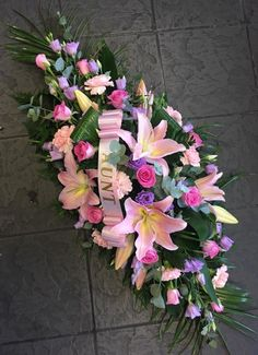 Flowers & Home is a independent florist in Castle Bromwich, near Birmingham specialising in exquisite floral arrangements to suit any occasion. Casket Flowers, Grave Flowers, Cemetery Flowers, Funeral Bouquet, Funeral Flowers, Deco Floral, Arte Floral, Floral Bouquets, Floral Wreath