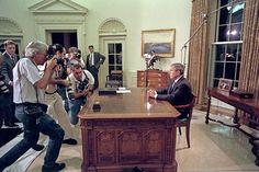 Presidentti valmistautui puhumaan kansalle tv:ssä.