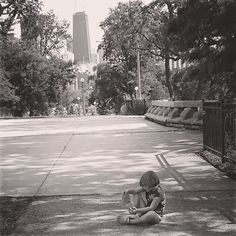 Little girl taking a break in Chicago's Lincoln Park. View of the Hancock Building #chicago #lincolnpark