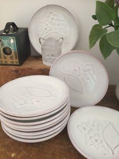 Set of lisa thomson/sandwich pottery/ art nouveau by WifinpoofVintage on Etsy Vintage Home Decor, Unique Vintage, Everyday Dishes, Home Goods Decor, Minimalist Kitchen, Summer Flowers, Pottery Art, Vintage Shops, 1930s