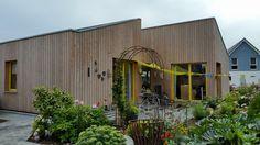 Bild NUR HOLZ Vollholzhaus Holzhaus mit senkrechter vorgegrauter Douglasien Schalung  http://www.zimmerei-massivholzbau.de