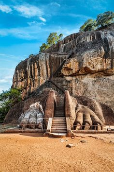 Sigiriya Rock in Sri Lanka. Check out our full guide to this awesome country at… Sri Lanka, Places To Travel, Places To See, Travel Destinations, Laos, Places Around The World, Around The Worlds, Timor Oriental, Site Archéologique