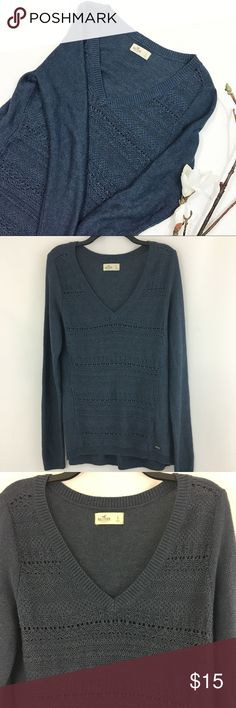 Hollister Chunky Knit Sweater Blue chunky knit sweater. In great condition. No visible flaws. 55% cotton 45% polyester. Chest 19.5 inches. Length 28 inches. Sleeve 29 inches. Shoulder 16 inches. ℹbundle for a great dealℹ Hollister Sweaters V-Necks