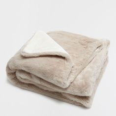 OFF-WHITE FAUX FUR BLANKET - Blankets - Bedroom | Zara Home Suomi / Finland