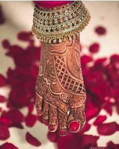 Beautiful Leg Mehndi Designs for Bride. Save this Feet designs for your wedding.