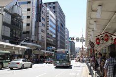 四条高倉から、四条烏丸を望む。長刀鉾が近い。 京都 kyoto