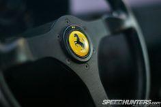 Ferrari, pra que tantos botões no volante?  F40 rulez