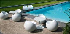 XLBOOM Ball Chair - Verkrijgbaar bij Pigment Interieur Zottegem / www. Sectional Furniture, Bench Furniture, Lawn Furniture, Indoor Outdoor, Outdoor Living, Outdoor Decor, Ball Chair, Modern Outdoor Furniture, Poolside Furniture