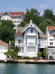 Sea Mansions on the Bosphorus - Istanbul ❤️ Turkish Architecture, Art And Architecture, Most Beautiful Cities, Beautiful Homes, Villas, Cabins And Cottages, Waterfront Homes, Vacation Places, Interior Design Living Room