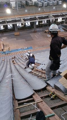 東本願寺 Ancient Chinese Architecture, China Architecture, Japanese Architecture, Solar Tiles, Washitsu, Traditional Japanese House, Roof Tiles, Atrium, Chinese Architecture