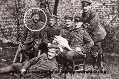 Adolf Hitler was tijdens de Eerste Wereldoorlog soldaat in het Duitse leger. Hij was daarbij koerier en bracht boodschappen tussen loopgraven over. Tijdens zijn tijd als soldaat werd hij twee keer verwond en ontving hij een onderscheiding. Hitler maakte wel een aantal grote veldslagen mee, zoals de slag bij Ieper in 1914 en de slag bij de Somme.