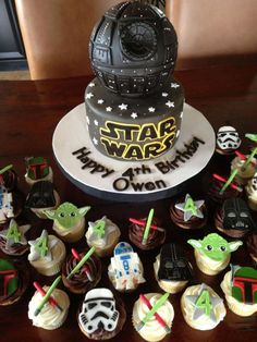 Awesome Star Wars Cake with Cupcakes. See 10 Out of This World Star Wars Cake Ideas on www.prettymyparty.com.