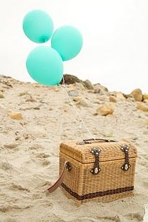 A picnic on the beach >> Lovely summer outing!