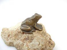 Vintage Brass Frog Figurine - Brass Figurine - Brass Frog -  Big Frog - Collectible Frog - Frog decor - Animal Figurine - Animal paperweight