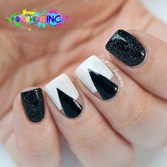 Diseño de Uñas en Blanco y Negro 7