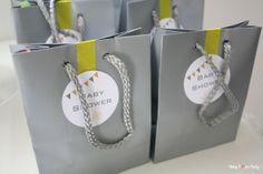 Cadeaux invités - Baby Shower Winnie en jaune,blanc & gris www.babypopsparty.com