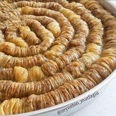 For baklava lovers, we have prepared plenty of recipe baklava with walnuts and all … Turkish Baklava, Turkish Recipes, Ethnic Recipes, Breakfast Items, Sweet Tarts, Dessert Recipes, Desserts, C'est Bon, Bon Appetit