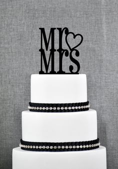 Mr and Mrs with Heart Traditional and Elegant Wedding Cake Toppers in your Choice of Color - Mr&Mrs Heart