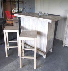Le cinqui me l ment le bar et ses tabourets bois palette bar haut - Customiser un bar en bois ...