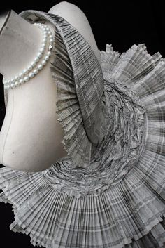 ZsaZsa Bellagio: Paper Dresses!!! Amazing detail.