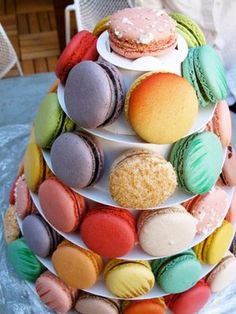 These are beautiful 'lette macarons.
