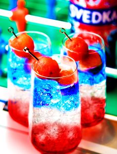 of July Drinks - 29 Red White and Blue Cocktail Recipes These red, white, and blue drinks will have you feeling extra ~patriotic~. Fourth Of July Drinks, 4th Of July Desserts, 4th Of July Party, July 4th, Patriotic Party, Cocktail Bleu, Cocktail Drinks, Cocktail Recipes, Party Drinks