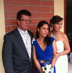 La dama de honor más pendiente de todo. One Shoulder, Formal Dresses, Fashion, Bridesmaids, Wedding, Pictures, Moda, Formal Gowns, La Mode