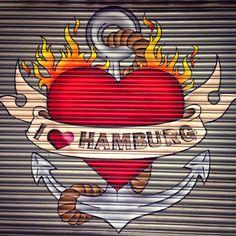 Zugezogene in Hamburg Urbane Kunst, Graffiti Murals, Hamburg Germany, Les Sentiments, Banksy, Urban Art, Art World, Music Artists, Painting & Drawing