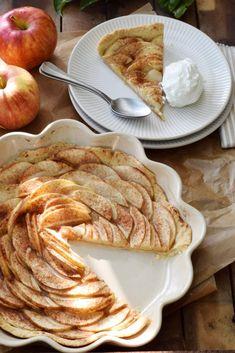 Favorite recipe for a very quick and easy apple tart - Kaffeekränzchen - Doughnut Recipes Apple Recipes Dinner, Apple Recipes Easy, Easy Healthy Recipes, Pork Recipes, Crockpot Recipes, Baking Recipes, Fall Recipes, Vegan Recipes, Pork Loin Apple Recipe