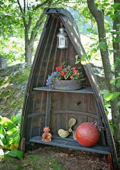 Kesän parhaat pihaideat mökille | Meillä kotona Garden Chairs, Container Gardening, Ladder Decor, Diy And Crafts, Recycling, Yard, Cottage, Patio, Landscape