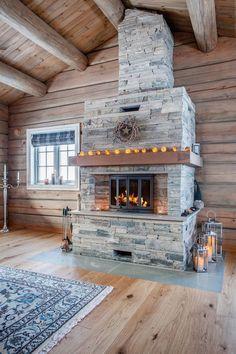 Veggli/Svartli - Flott hytte i laftet tømmer med høy standard, utsikt og gode solforhold | FINN.no Cozy Place, Rustic Interiors, Log Homes, Warm And Cozy, My Dream Home, Living Spaces, House Plans, Interior Decorating, Sweet Home