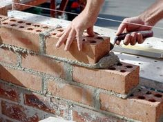 Bricklaying for beginners. Lesson 1 - Tools to buy, mixing cement and basic brickwork (DIY/Home improvement) improvements tools Basic Bricklaying and Cement-Mixing Guide for Beginners Home Improvement Projects, Home Projects, Brick Laying, Tadelakt, Concrete Projects, Concrete Pad, Concrete Walls, Concrete Stone, Plaster Walls