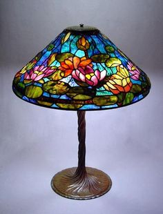 Tiffany Lamps To Add Elegance To Your Home Tiffany Stained Glass, Stained Glass Lamps, Stained Glass Projects, Leaded Glass, Mosaic Glass, Tiffany Glass, Tiffany Kunst, Tiffany Art, Antique Lamps