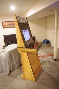 A Super Easy Arcade Machine from 1 Sheet of Plywood Pi Arcade, Arcade Bartop, Arcade Room, Retro Arcade, Arcade Games, Penny Arcade, Gaming Cabinet, Arcade Cabinet Plans, Mame Cabinet