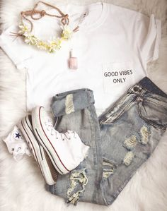 Good Vibes Only Pocket Tee Blogger Tumblr Saying by ArmiTee on Etsy https://www.etsy.com/listing/230178225/good-vibes-only-pocket-tee-blogger