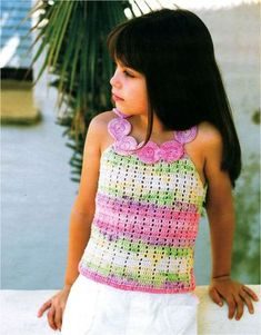 The circles functioning as collar/straps look like a necklace! I think it would also look great in white or off-white, with bright circles in different colours. Crochet Dress Girl, Crochet Baby Clothes, Crochet Cardigan, Blog Crochet, Crochet World, Crochet Top, Crochet Toddler, Crochet For Kids, Crochet Fairy