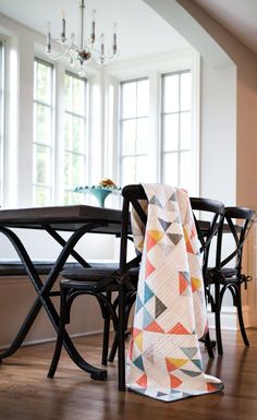 This Indian Summer quilt is an elegant textile addition to any room – modern or traditional. Get the simple, beginner friendly quilt pattern!
